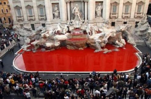 La fontana di Trevi si tinge di Rosso.