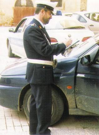 I rischi di utilizzare il telefono al volante