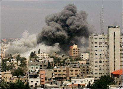 Striscia di Gaza, l'odissea continua ma Hamas accetta la tregua.
