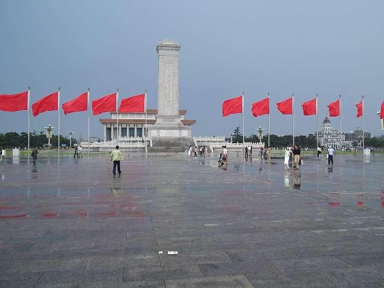 Cina, 3 uomini si danno fuoco vicino piazza Tienanmen.