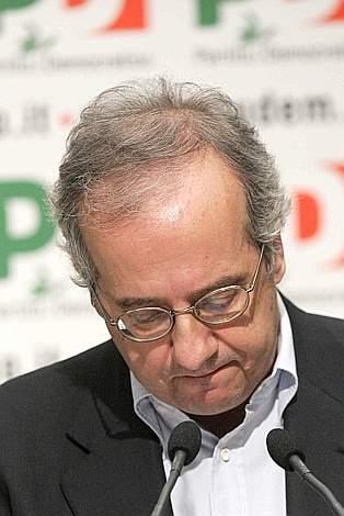 Addio Veltroni. Franceschini eletto nuovo segretario del PD.