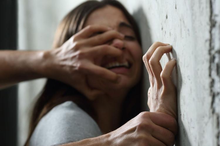 Brasile, una bambina di 9 anni stuprata abortisce. E l'arcivescovo scomunica i medici.