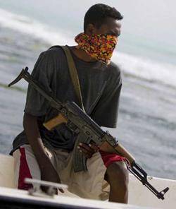 Pirati somali. Attaccata anche una nave italiana. 10 connazionali in ostaggio.