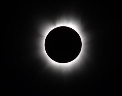 Asia al buio per l'eclissi. Del Secolo.
