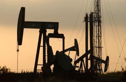 Petrolio a 10 dollari nei prossimi mesi. Lo sostiene uno dei più importanti guru dell'economia.