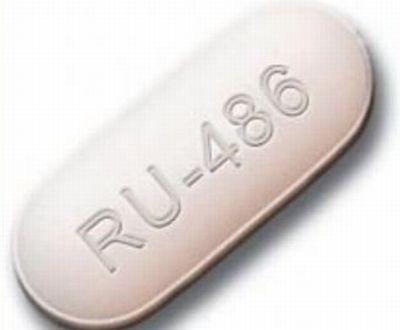La pillola abortiva RU486 arriva in Italia tra applausi e disapprovazione.