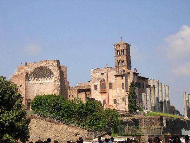 Roma, crolla parte del soffitto della Domus Aurea.