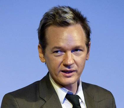 Wikileaks, Assange torna libero. Proseguono intanto le rivelazioni.