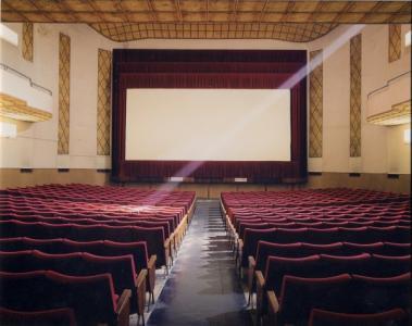 Buttafuori per cinema e teatri, proteste e polemiche.