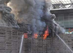 Incendio alla stazione Tiburtina di Roma.