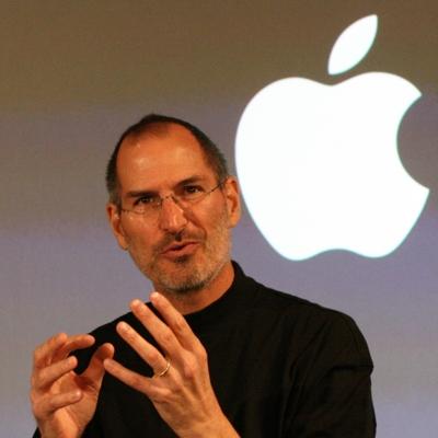 Apple, Steve Jobs si dimette dalla carica di amministratore delegato.