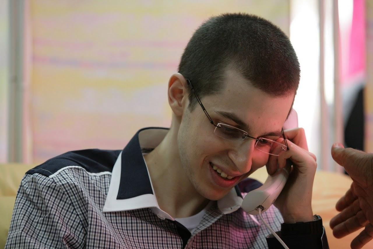 Israele, il caporale Gilad Shalit torna a casa.