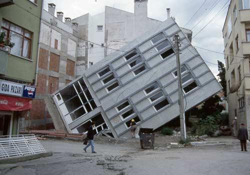 Miracoli tra le macerie, storie di sopravvissuti al terremoto in Turchia.