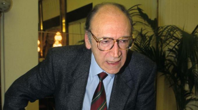 Estremo saluto a Francesco Galgano, professore di diritto privato e civile dell'Alma mater di Bologna.
