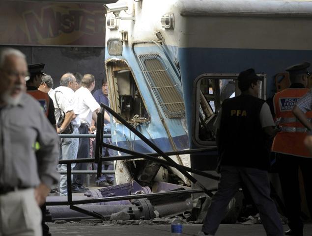 Buenos Aires, treno si schianta contro la banchina della stazione.