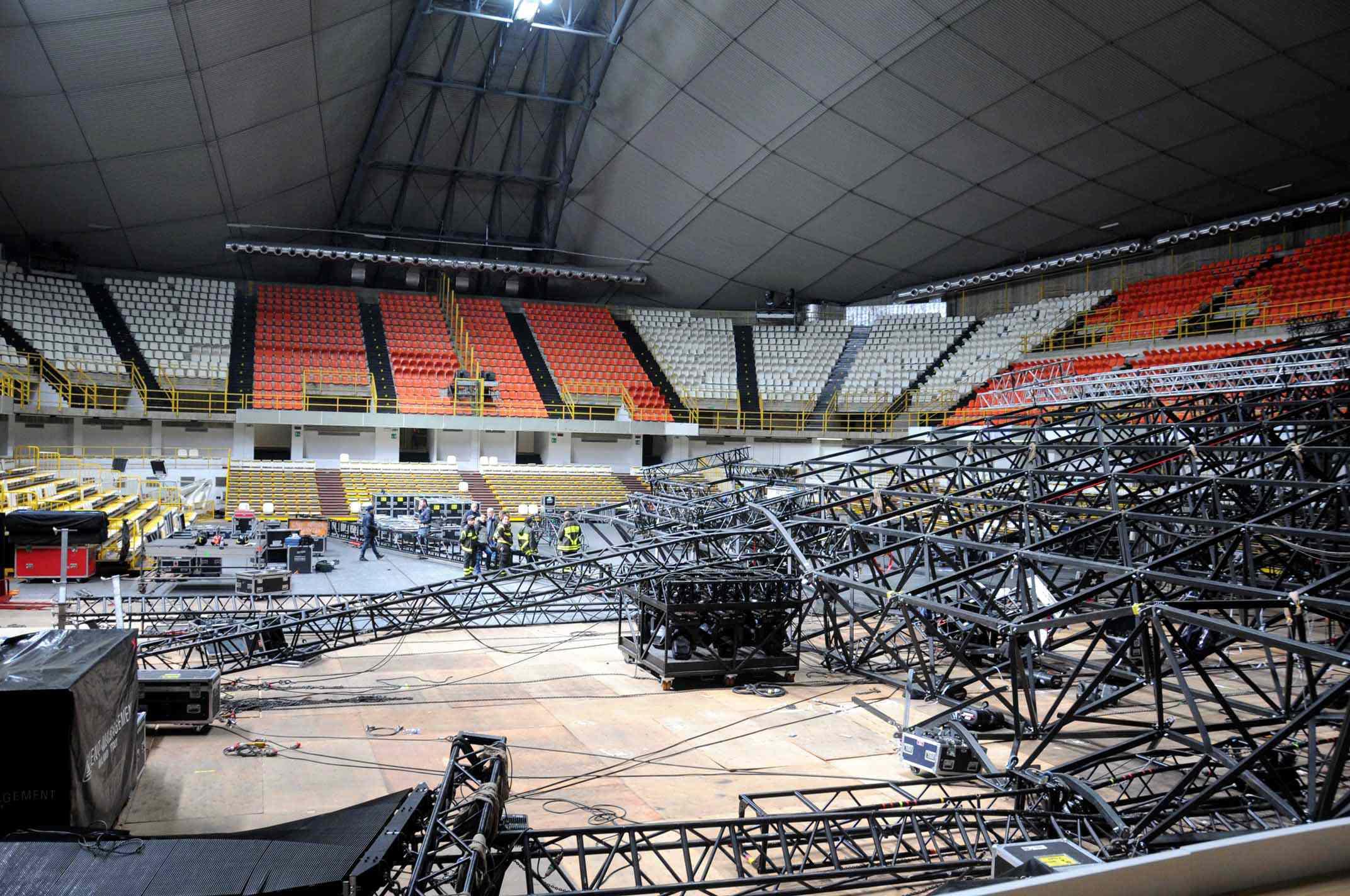 Crolla un altro palco, Laura Pausini rinvia il tour.