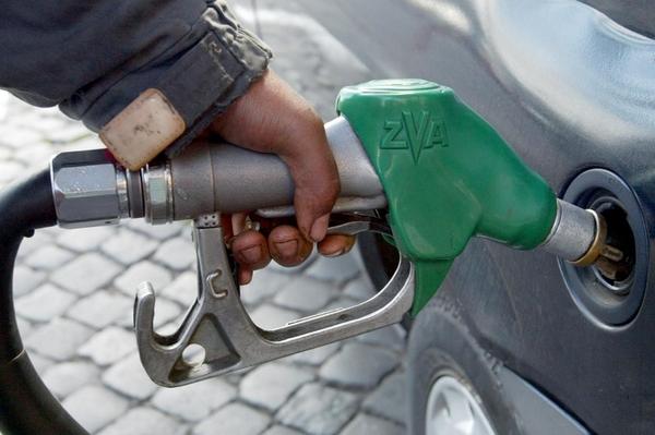 Benzina, nessun aumento delle accise. Per il momento.