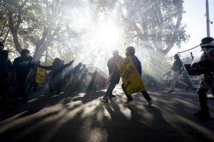 Roma, lacrimogeni sulla testa degli studenti. Provengono dalla strada?