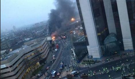 Elicottero precipita nel cuore di Londra