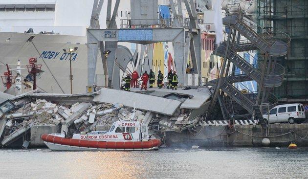 Porto di Genova, nave abbatte torre di controllo