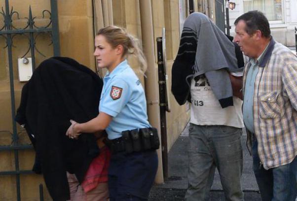 Francia, nasconde la figlia nel bagagliaio per un anno