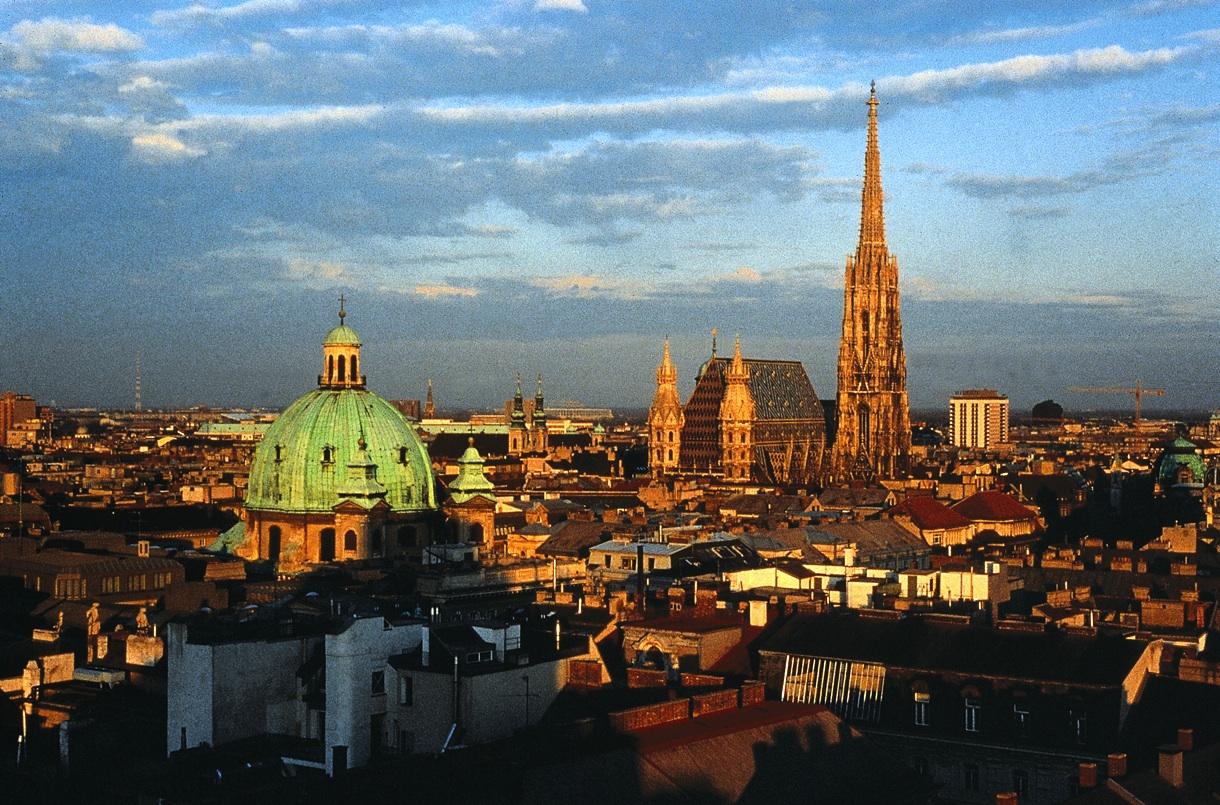 Vienna, cecchino semina il panico per le strade