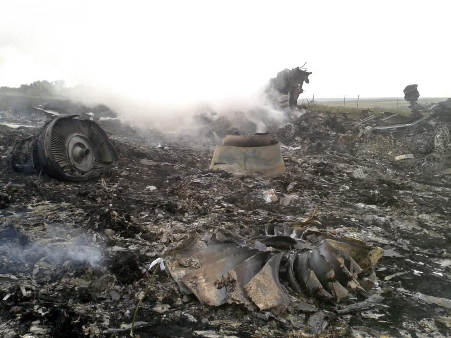 Ucraina, un aereo civile è stato abbattuto, ma nessuno è colpevole