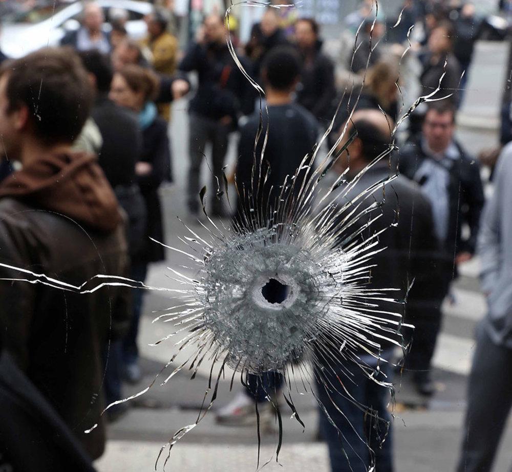 Facebook criticata per aver abilitato Safety Check per gli attacchi di Parigi ma non per quelli di Beirut