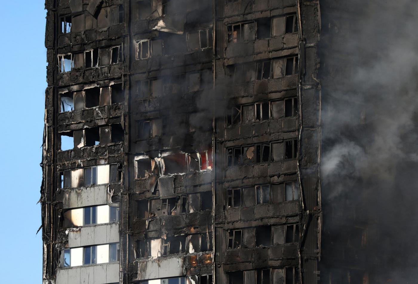 Paura a Londra per un incendio ad un Grattacielo, almeno 12 vittime