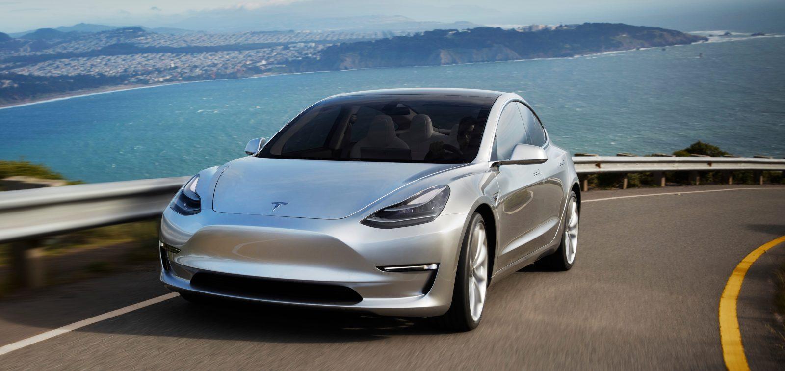 Musk presenta la Tesla Model 3, la scommessa che promette di rivoluzionare il mercato dell'automobile