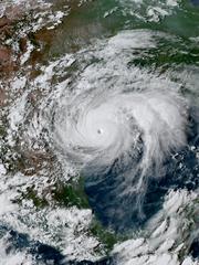 Uragano Harvey, 35 morti e una fabbrica pronta a esplodere