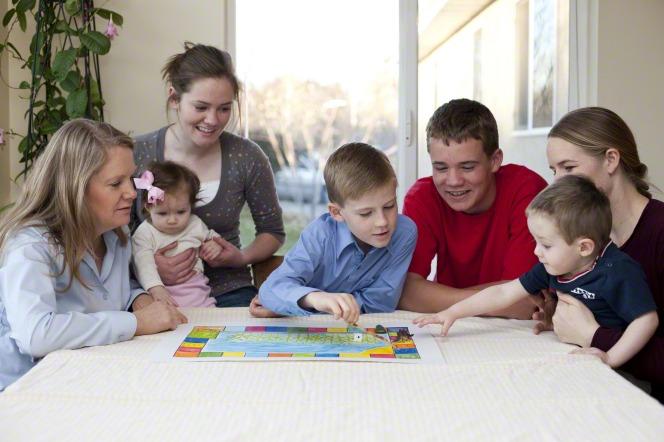 Giochi da tavolo per i più piccoli: dai 3 ai 12 anni, ecco i migliori titoli per coinvolgere tutta la famiglia