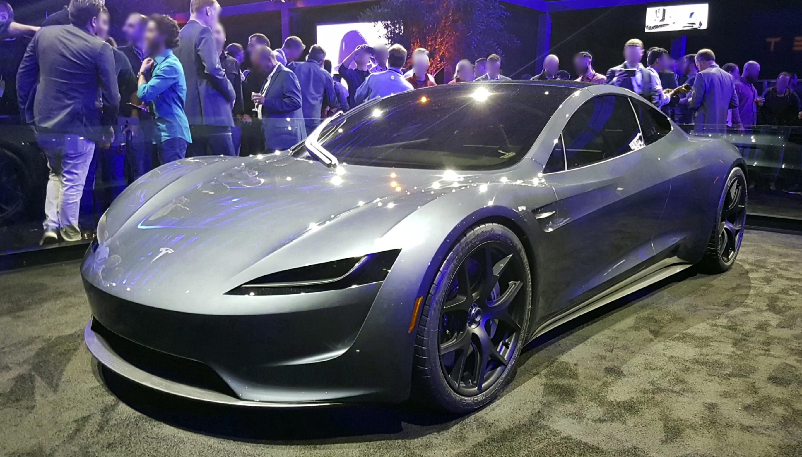 La Tesla è una bolla? Bene, Elon Musk lancia la Roadster 2
